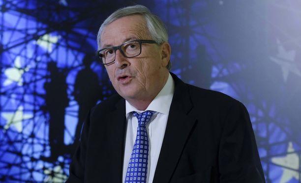 Euroopan komission puheenjohtaja Jean-Claude Juncker painottaa, että kansainvälisellä yhteisöllä on velvollisuus saada vastuuseen tahot, jotka ovat tehneet iskuja kemiallisilla aseilla.