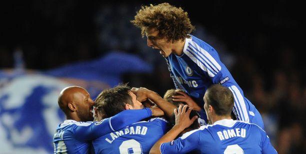 Chelsea juhli riemukkaasti Raul Meirelesin osumaa.