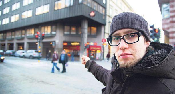 Saku Vuori todisti auton räjähdystä Olof Palmen kadun ja Drottningatanin kulmassa lauantai-iltana lähietäisyydeltä. Auto räjähti Tukholman ydinkeskustassa hieman ennen iltaviittä lauantaina.