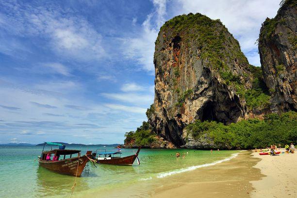 Phuketin rannoilla rentoutuminen on taattu.