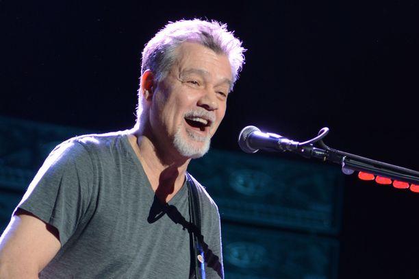 Eddie Van Halen lavalla vuonna 2015.