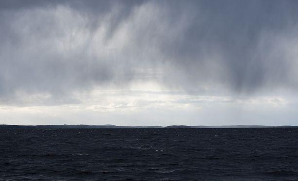 Sunnuntaina on tulossa sade- ja ukkoskuuroja Etelä- ja Keski-Suomeen.