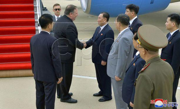 Yhdysvaltain ulkoministeri Mike Pompeo saapui perjantaina Pjongjangiin. Pompeo tapasi Kim Yong-cholin, jota pidetään Pohjois-Korean johtajan Kim Jong-unin oikeana kätenä.