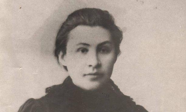 Valovoimaiseksi naiseksi kuvatun Apollinarija Jakubovan kerrotaan antaneen Vladimir Leninille rukkaset.