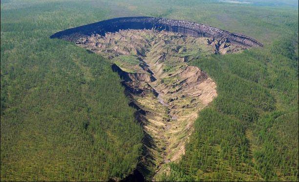 Kraatteri laajenee tutkijoiden mukaan huolestuttavaa vauhtia.