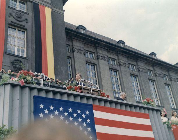 Presidentti Kennedy piti kuuluisan puheensa Länsi-Berliinissä 26. kesäkuuta 1963.