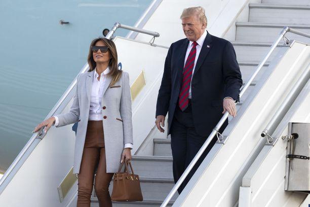 Tasavallan presidentti Sauli Niinistö ja rouva Jenni Haukio ottavat maanantaiaamuna klo 9.30 Mäntyniemessä vastaan Yhdysvaltain presidentti Donald Trumpin ja rouva Melania Trumpin.
