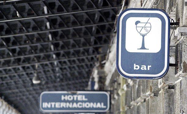 Asemalla oli muun muassa kansainvälinen hotelli, jossa ei koskaan ollut juurikaan asiakkaita.