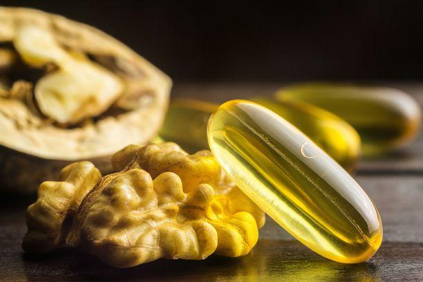 Saksanpähkinöissä on runsaasti linolihappoa. Jos omega-6-rasvahappojen saanti ruokavaliosta on kovin pientä, myös ravintolisästä saadaan apua.