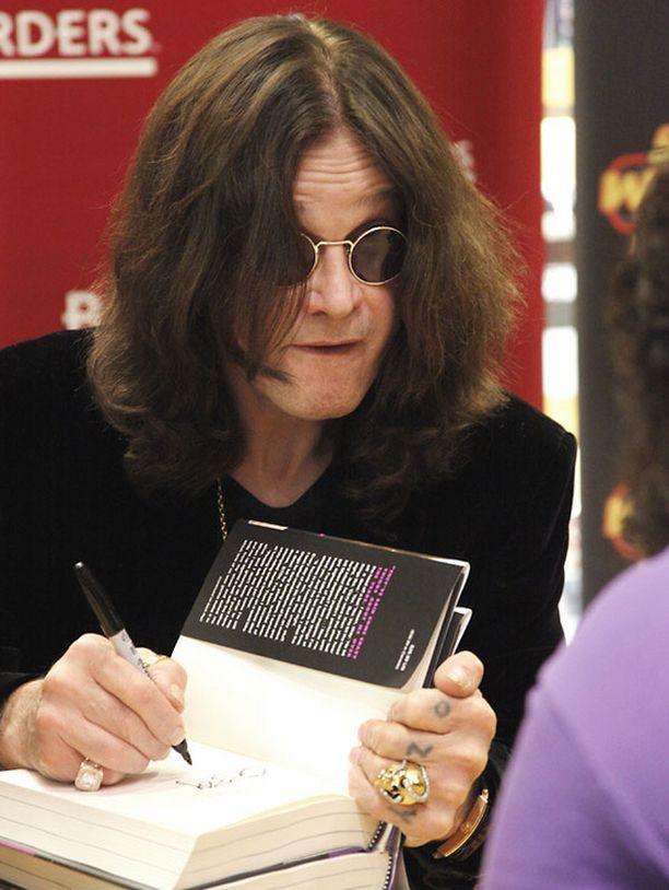 Ozzy Osbourne signeerasi teoksia Philadelphiassa tammikuussa.