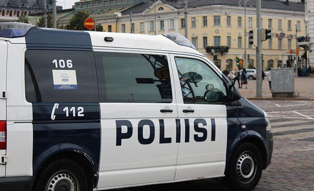 Poliisin mukaan liikennesääntöjen noudattamisen ohella valvotaan myös ulkomaalaisten maassa oleskelun edellytyksiä.