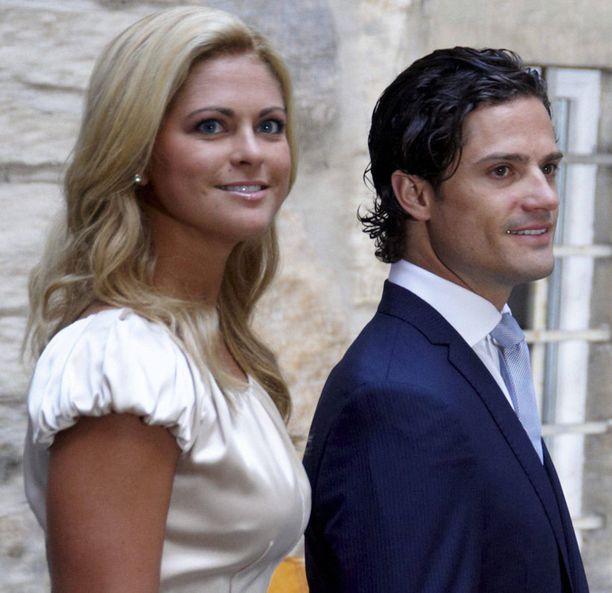 Prinsessa Madeleine on opastanut Sofia hovin tavoille.