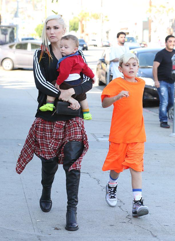 Gwen oli liikkeellä lastensa kanssa.