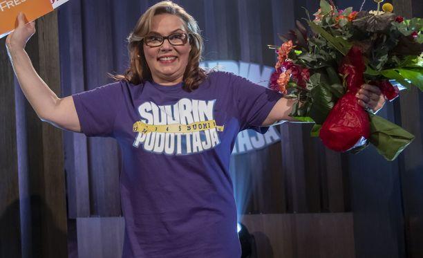 Nina Mikkonen tuuletti etukäteen kuvatussa finaalissa ansaittua voittoaan.