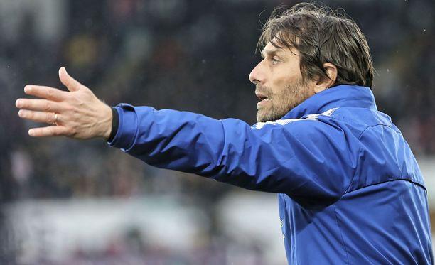Antonio Conte sai kenkää Chelseasta.
