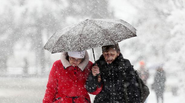 Maan keski- ja itäosissa lunta voi tulla hyvinkin reippaasti.