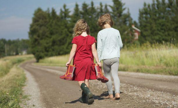 Empatiakyky kasvaa parhaiten, kun ollaan kasvotusten tai tehdään asioita yhdessä.