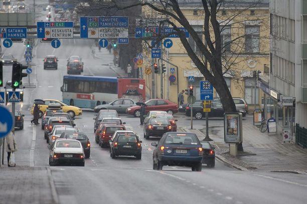 Uudenmaankatu on yksi Turun vilkkaimpia katuja. Arkistotokuva.
