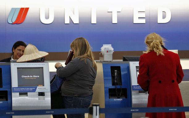 United Airlines lupaa nyt kunnon korvauksen paikkansa luovuttaville ylibuukkaustilanteessa.