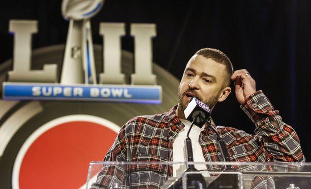 Justin Timberlake esiintyy Super Bowl LII:n puoliajalla.