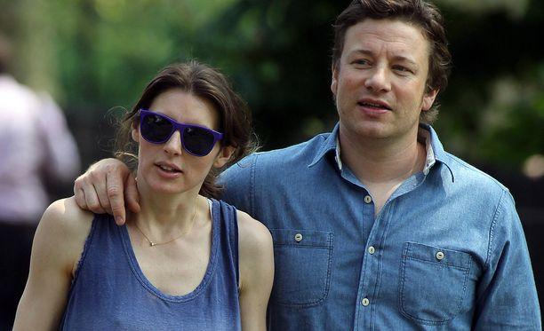 Jools ja Jamie Oliver saavat elokuussa viidennen lapsen.