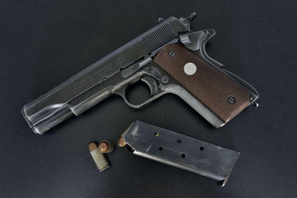 Arkistokuva Colt-pistoolista.
