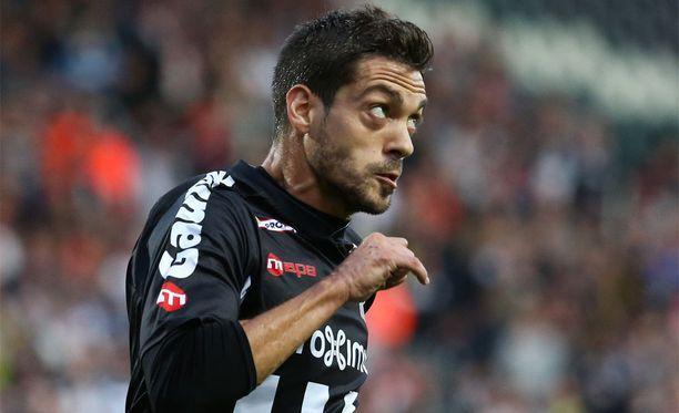 31-vuotias Javier Martos on edustanut Charleroi'ta vuodesta 2010.
