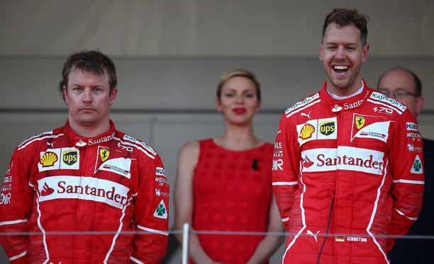 """Kimi Räikkösen (vas.) olisi """"pitänyt"""" voittaa Monacossa 2017."""