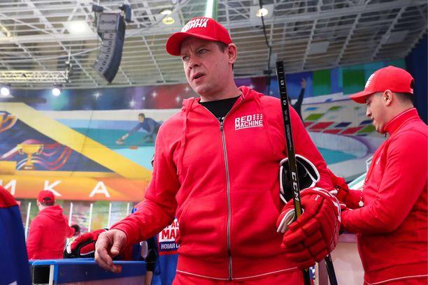 Pavel Bure maaliskuussa 2019. Hän ottaa aktiivisesti osaa erilaisiin kiekkonäytöksiin.