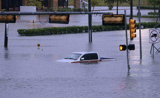 Yhdysvalloissa Houstonissa Harvey-hurrikaanin aiheuttamissa tulvissa on kuollut ainakin 11 ihmistä.
