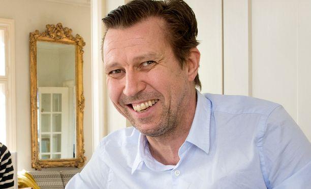 53-vuotias Martti Suosalo tunnetaan elokuvista, televisiosta sekä teatterista.