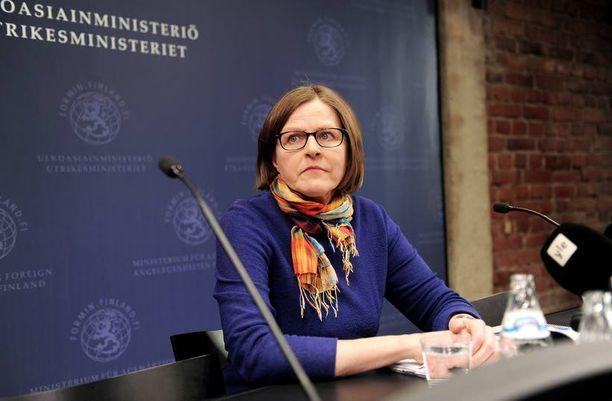Pimeää remonttia IL paljasti Heidi Hautalan maksaneen remonttimiehelle pimeästi. Kyselyn mukaan valtaosa suomalaisista toivoisi Hautalan eroa ministerin tehtävistä.
