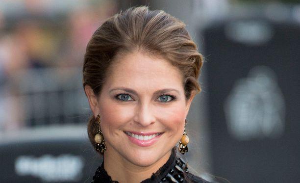 Prinsessa Madeleine julkaisi syksyisen kuvan tyttärestään.