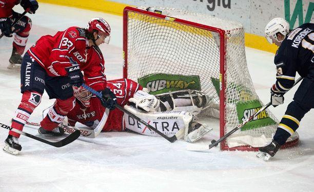 Ville Korhonen ronkki Bluesin 2-0-johtoon maalin kulmalta.