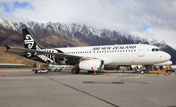 Maailman parhaan lentoyhtiön kone valmistautumassa lähtöön.