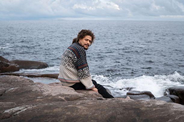 Junon uutuusvideo kuvattiin Bengtsärin majakassa.