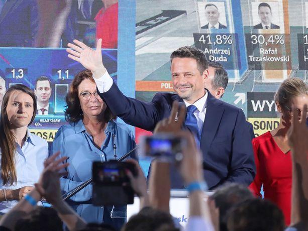 Kansalaisfoorumin ehdokas Rafal Trzaskowski kohtaa Puolan presidentinvaalien toisella kierroksella maata johtavan Laki ja oikeus -puolueen ehdokkaan, istuvan presidentin Andrzej Dudan.