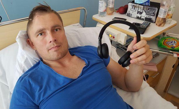 Henry Keisala oli rauhallisella iltalenkillä 26.6.2018, kun hän sai kovan iskun päähänsä kesken lenkin. Hänellä oli tuolloin nämä kuulokkeet päässään.