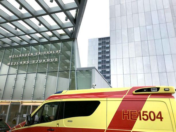 HUS etsii parhaillaan uutta toimitusjohtajaa vuoden lopussa eläkkeelle jäävän sote-kriitikon Aki Lindénin tilalle. Kuvassa Meilahden sairaalan pääsisäänkäynti Helsingissä.