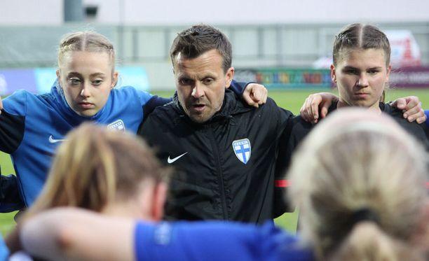 Päävalmentaja Marko Saloranta vei Suomen alle 17-vuotiaat tytöt MM-kisoihin.