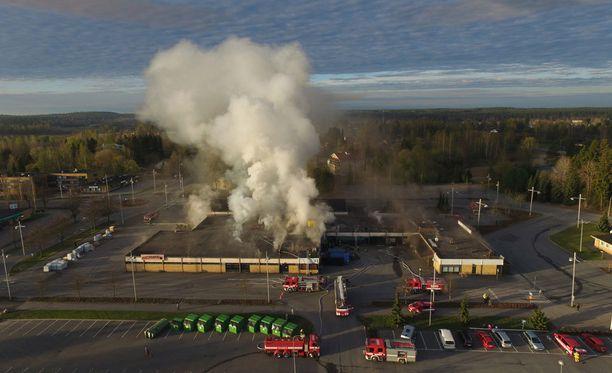 Liikekeskus kärsi palossa mittavat vahingot.