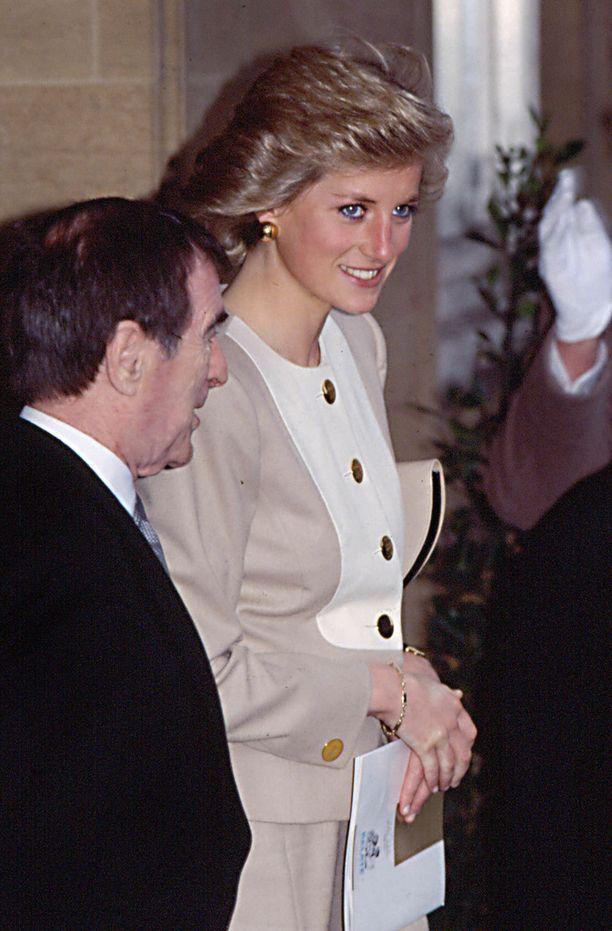 Harry muisteli lämmöllä edesmennyttä Diana-äitiänsä haastattelussa.