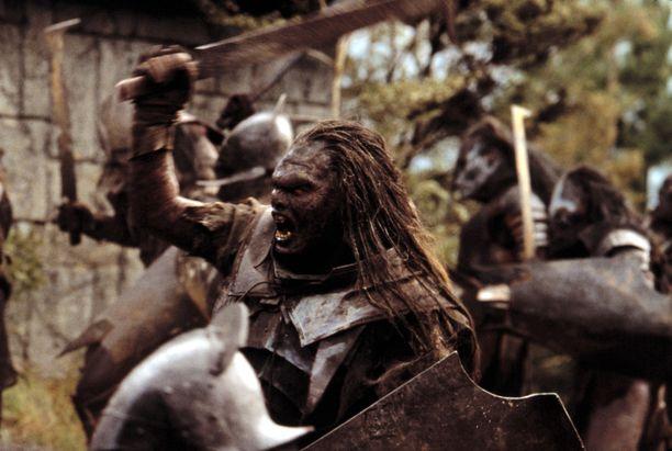 Uruk-Hai örkit hyökkäämässä. Saruman loi uruk-hait Rautapihalla.