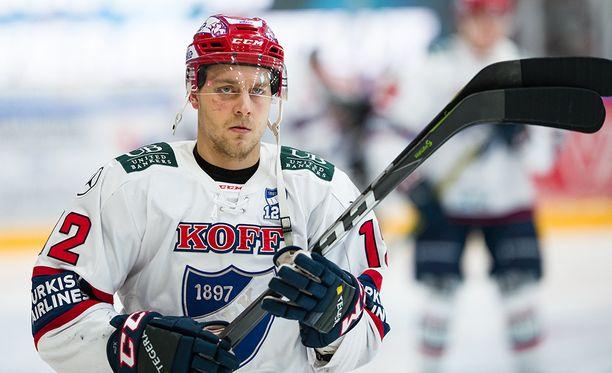 Vaikka minuutteja on kertynyt kauden aikana yli 100, Juhani Tyrväistä ei tunneta varsinaisesti likaisena pelaajana. Pimahdus Oulussa oli ikävä poikkeus.