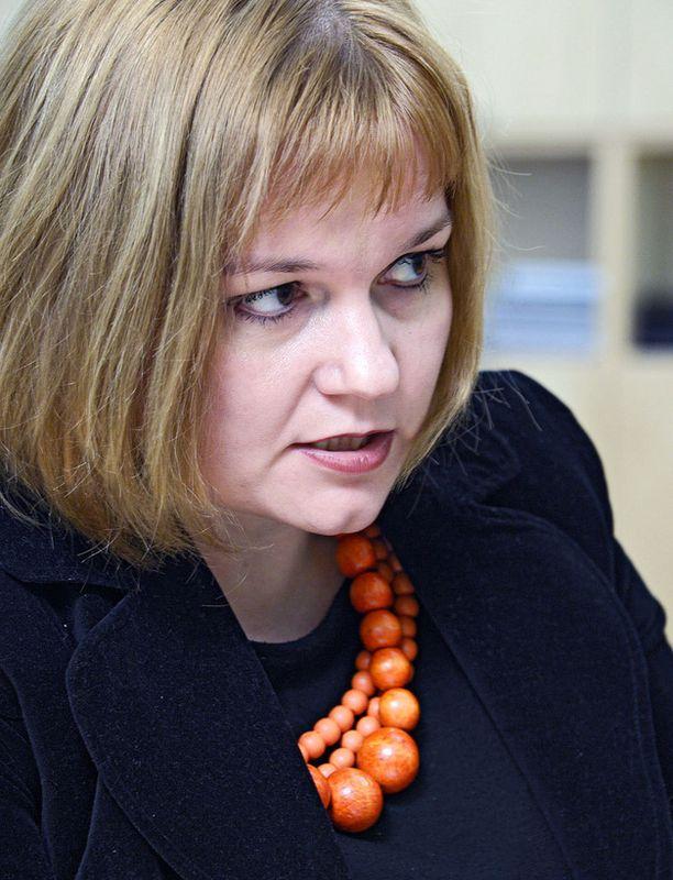 Krista Kiuru ei rokkarin heitoista hätkähtänyt.