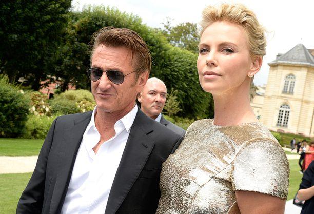 Näyttelijäpari Sean Penn ja Charlize Heron haluavat naimisiin pikaisesti.