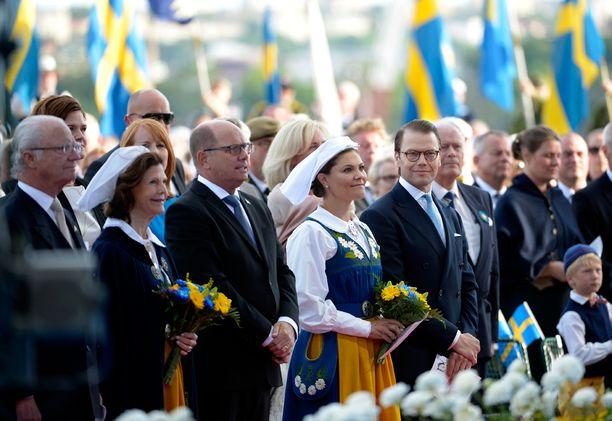 Skansenin perinteisen iltajuhlan jälkeen kuningasperhe järjestää vielä vastaanoton kuninkaanlinnassa.