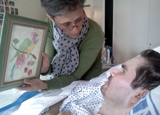 Vincent Lambertin äiti näytti pojalleen piirrosta vuonna 2014.