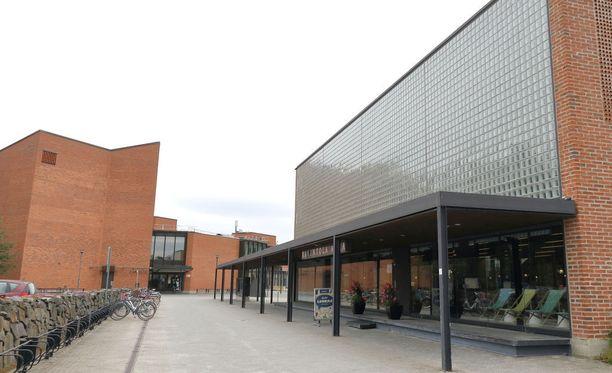 Yliopistot eivät ole ainakaan toistaiseksi järin innostuneita valitsemaan opiskelijoita ammatillisen tutkinnon perusteella, kertoo Uutissuomalaisen kysely. Kuvassa Itä-Suomen yliopiston rakennuksia.