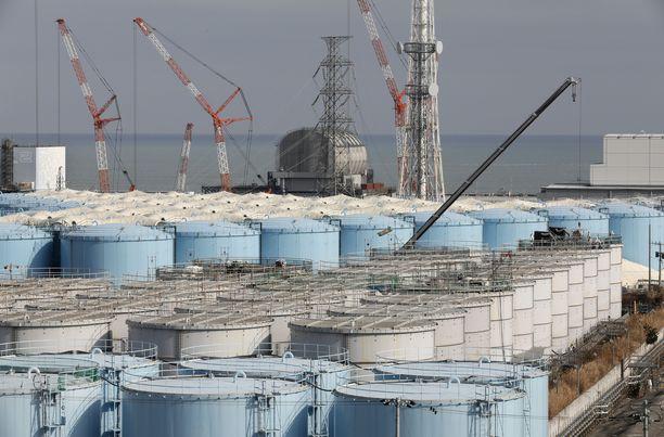 Fukushiman edustalla olevat myrkkyvesisäiliöt kertovat karua kieltään ydinonnettomuuden vaaroista.